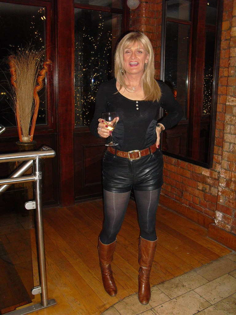 Milf in leggings ready for nye 8