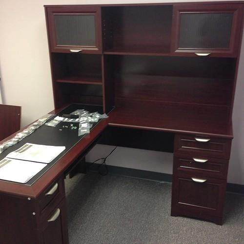 Realspace Magellan Desk 101 095 Hutch 101 075 Office F