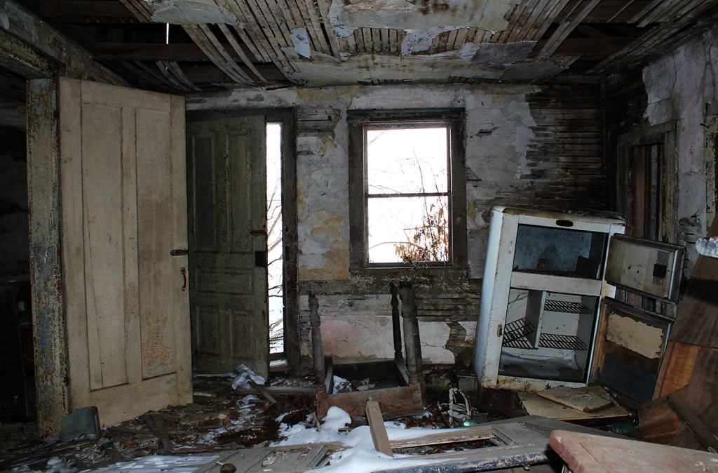 Abandoned House Interior - North Monroeville, OH | A re