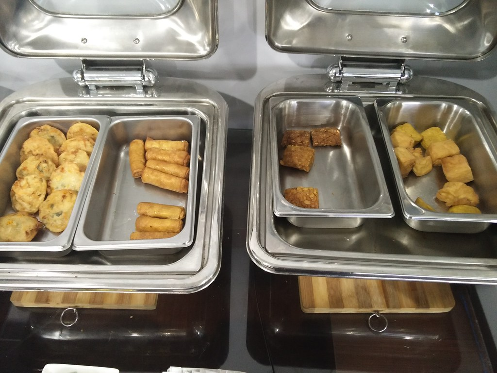 Fried snacks in the lounge