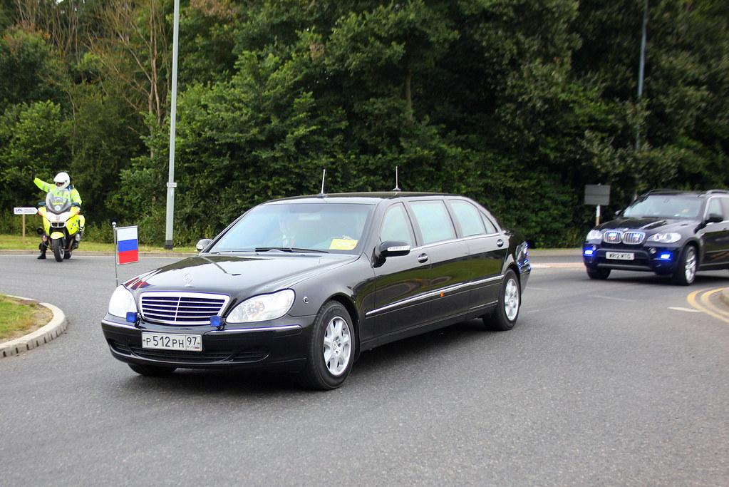 Russian president putin mercedes benz s class limousine for Mercedes benz ceo