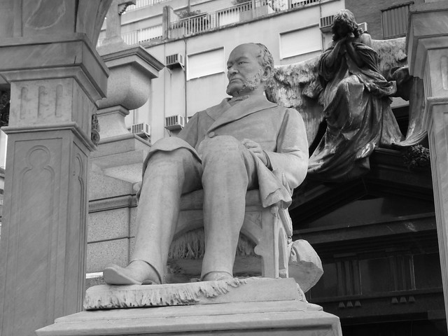 Estatua en el cementerio de La Recoleta de Buenos Aires
