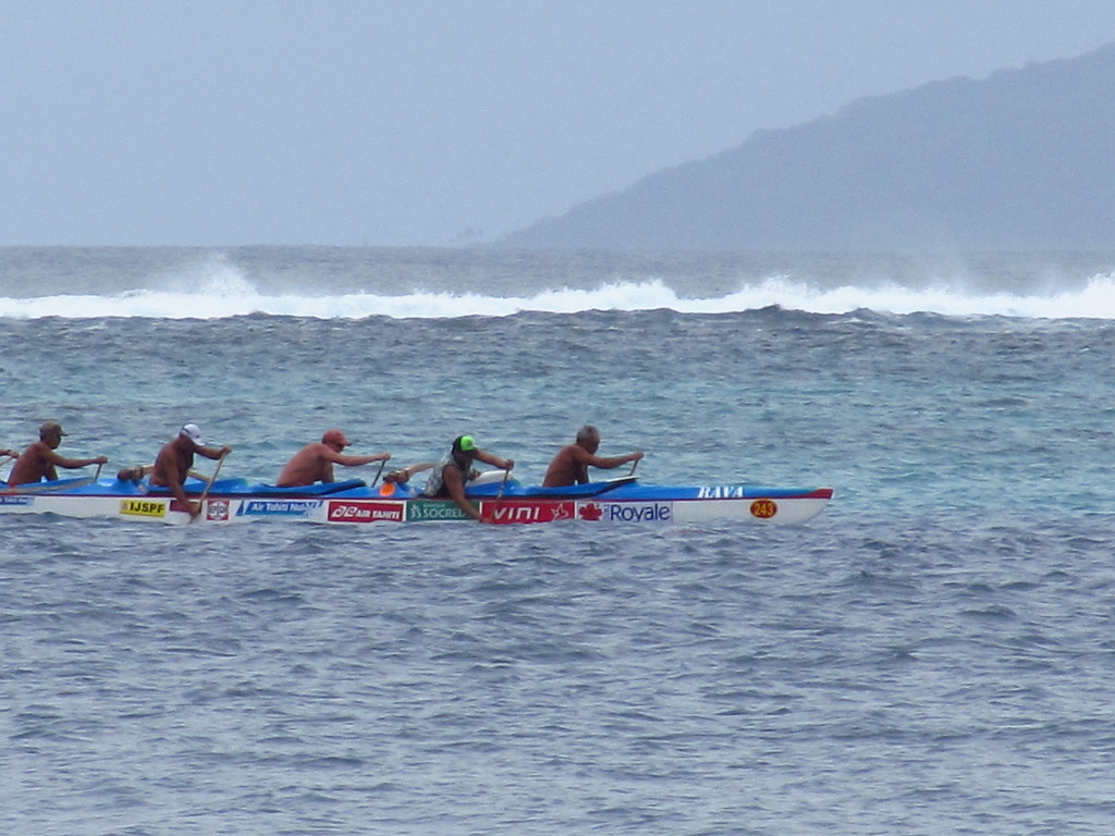 Racing Canoe Near Reef | This canoe was going at a very fast