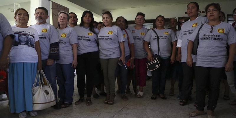 Decenas de personas acudieron esta semana a la iglesia Nuestra Señora de la Merced, puerto de Veracruz, para dejar unas gotas de su sangre y a partir de ellas formar parte del banco de ADN, con las esperanza de que los acerque a sus familiares. El Colecti