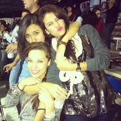 Mi @selenemosqueda con sus amigas un poco alcoholizadas @ariadnagn @aalearredondo ! ✌ haha