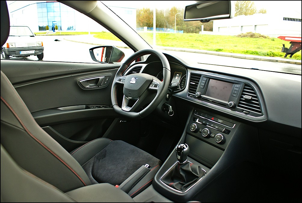 seat leon iii 5f detalle interior en seat celanova. Black Bedroom Furniture Sets. Home Design Ideas