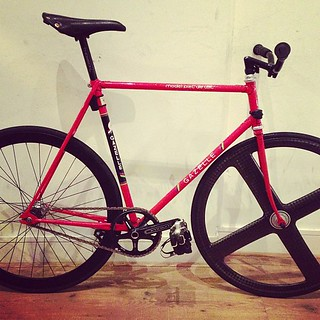 This very nice Gazelle left the store with some badass Omnium's | by pristinefixedgear