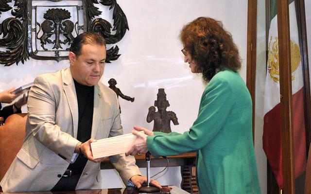 18 02 2011 firman convenio para la creaci n del jard n for Creacion de jardines