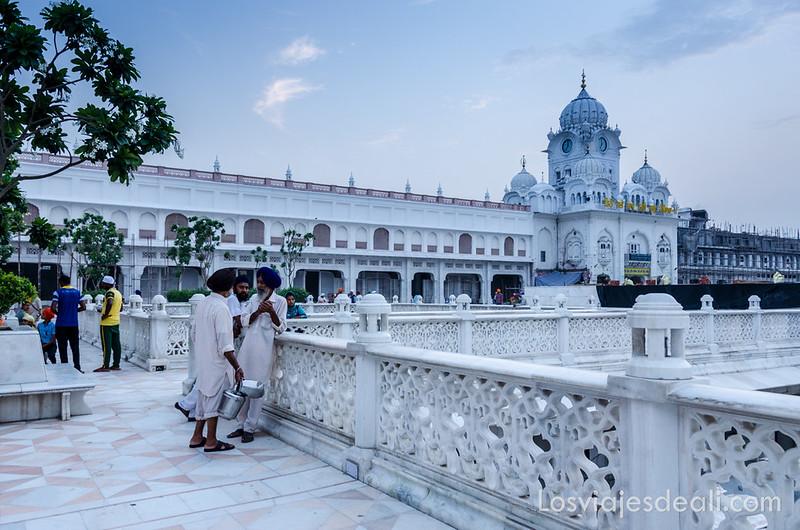 entrada al templo dorado de los sijs