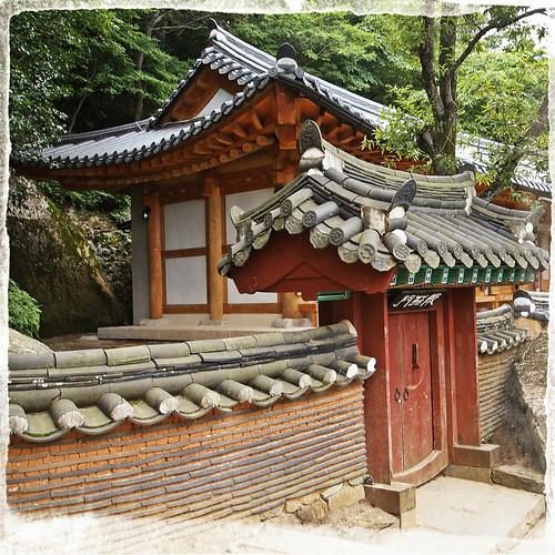 proximit du temple geumosan ludovic tristan flickr. Black Bedroom Furniture Sets. Home Design Ideas