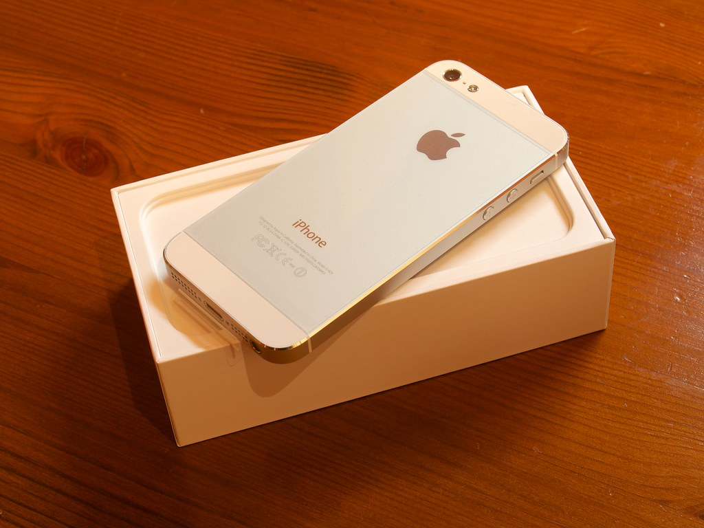 iphone 5 white silver 16gb monomaniacgarage flickr. Black Bedroom Furniture Sets. Home Design Ideas