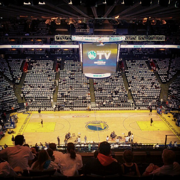 Warriors New Stadium Status: Pre-game At The Oracle Arena. Golden State Warriors Vs LA