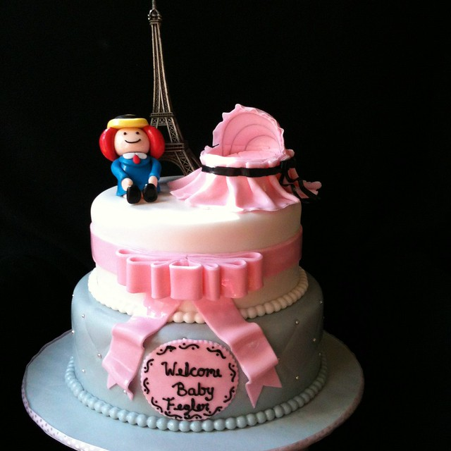 Paris Baby Shower Cake: Photo