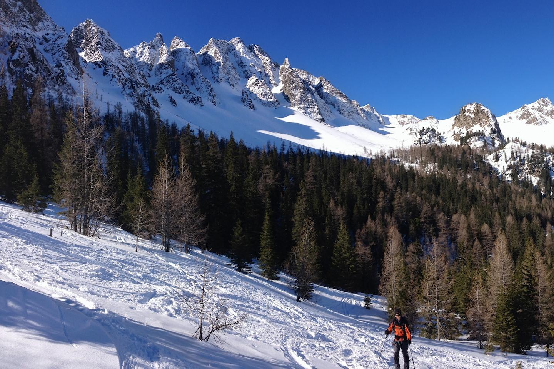 """Gamskogel 2386 m.n.m. Kdo zná knihu """"im Leichten Fels"""" od horolezce Waltera Pauseho bude vědět, že přes jednotlivé vrcholky Gamskogelu vede krásná hřebenovka."""