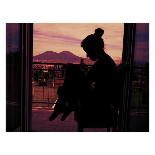 Ragazza alla finestra numero uno avevamo una storia io e flickr - Ragazza alla finestra ...