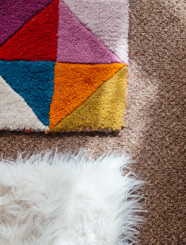 triangle rug and white fluffy rug - room tour - cardboardcities