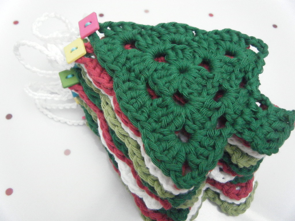 Knitting Pattern Christmas Bunting : Crochet Christmas Tree Bunting pattern from Royal Sisters ? Flickr