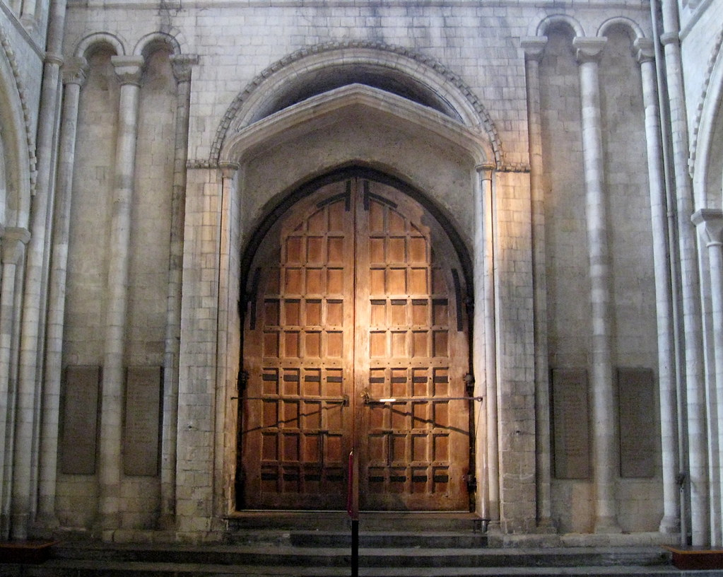 pointed arch architecture Pointed arches in general have been emphasized as a major contribution to the gothic style it was probably easier to construct an arch of a certain size with the pointed arch rather than the semi-circular one.