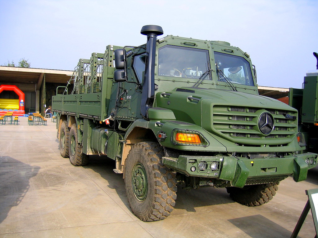 Mb zetros military 6x6 gesch tztes fahrzeug der marke for Mercedes benz zetros 6x6