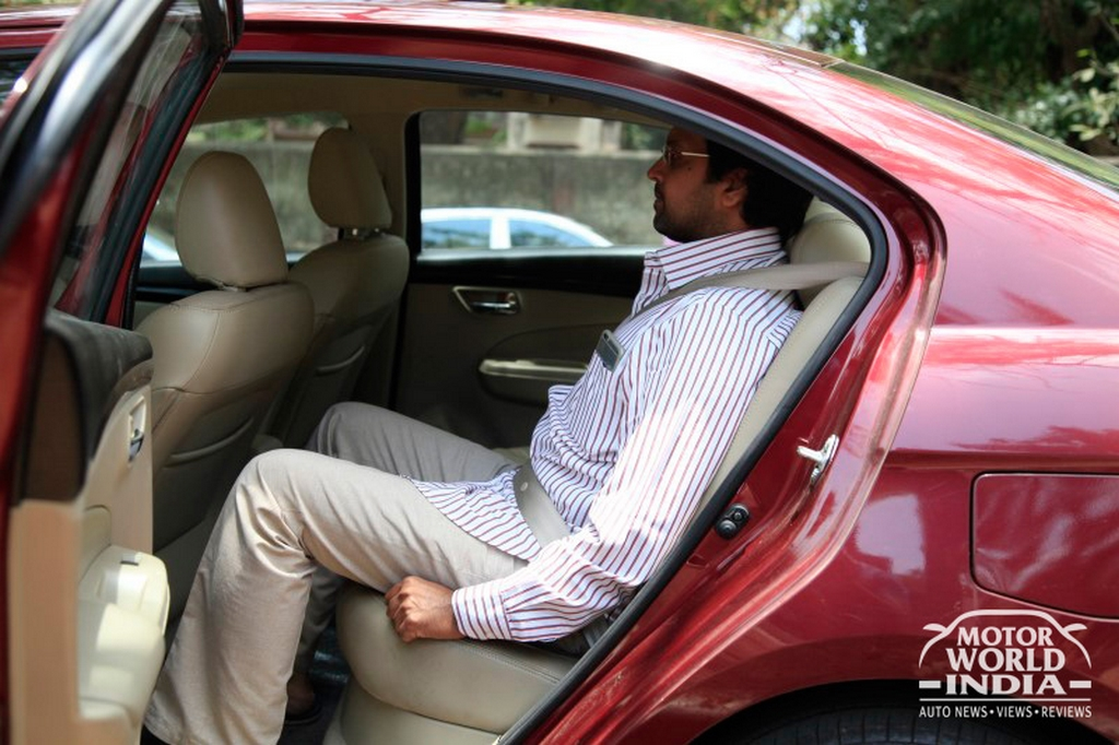 Maruti-Suzuki-Ciaz-Interior-Rear-Seat (4)