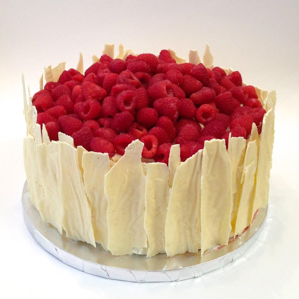 Lemon Raspberry Cake | Lemon cake with raspberry puree ...