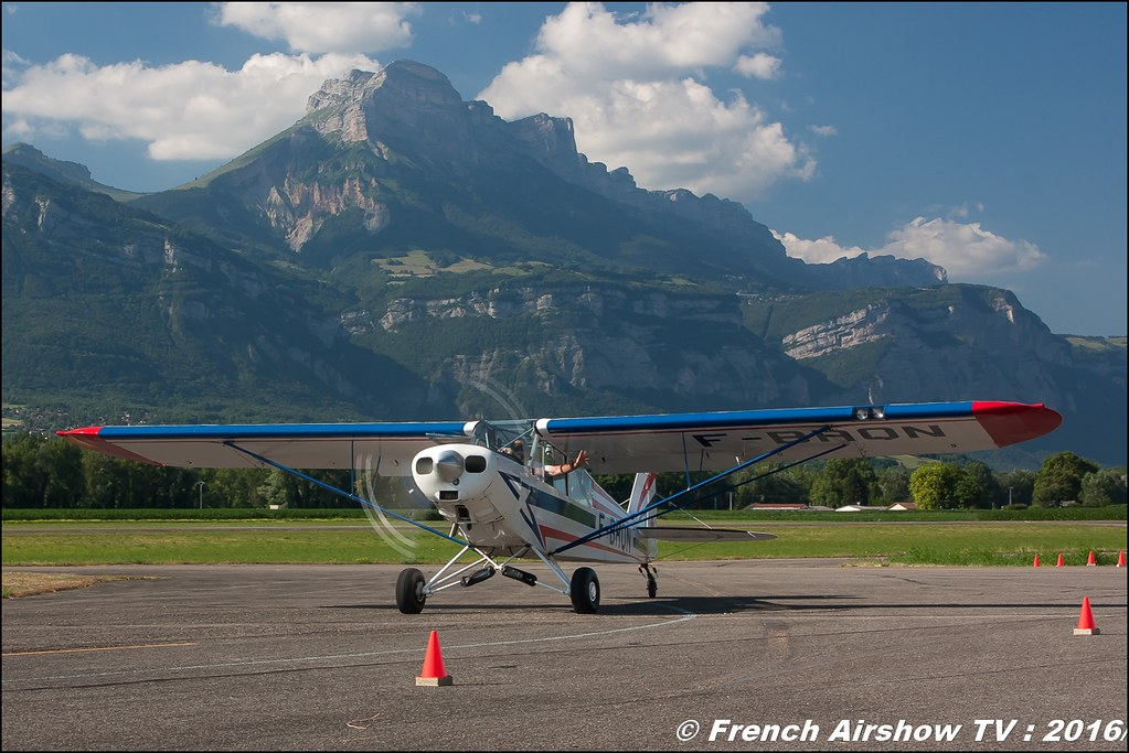 Ademaî Aviateur, adam show , crazy Piper cub ,F-BRON , éleve pilote ,Grenoble Air show 2016 , Aerodrome du versoud , Aeroclub du dauphine, grenoble airshow 2016, Rhone Alpes