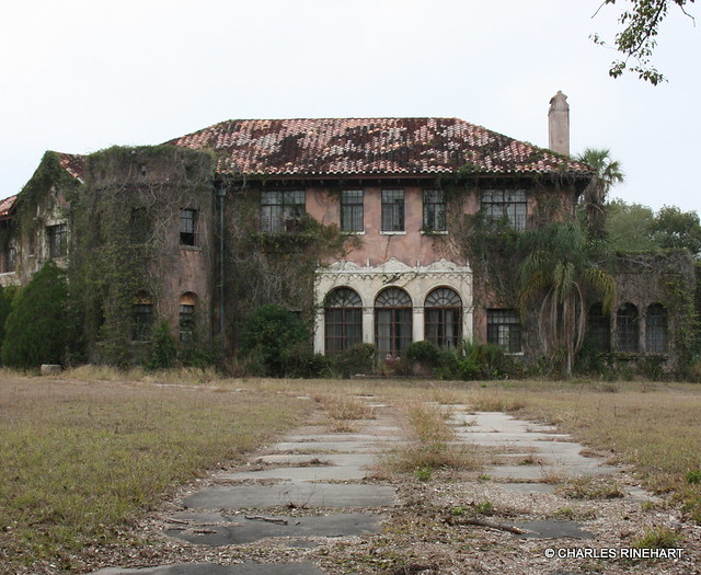 Abandoned howey mansion in howey in the hills florida for Victorian homes for sale in florida
