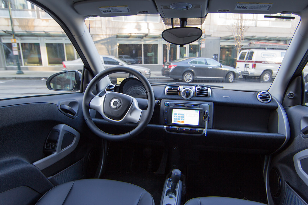 Smart fortwo car2go configuration a look inside one of for Interno auto
