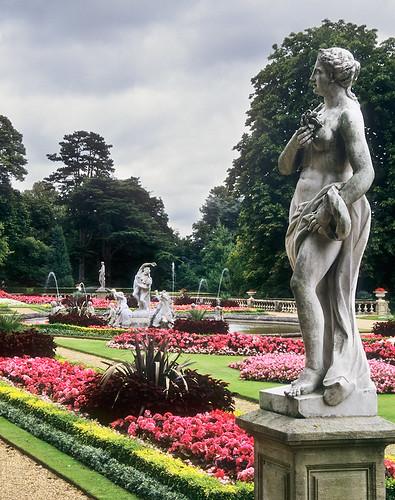 Waddesdon Manor Gardens Buckinghamshire Uk Statues In Flickr