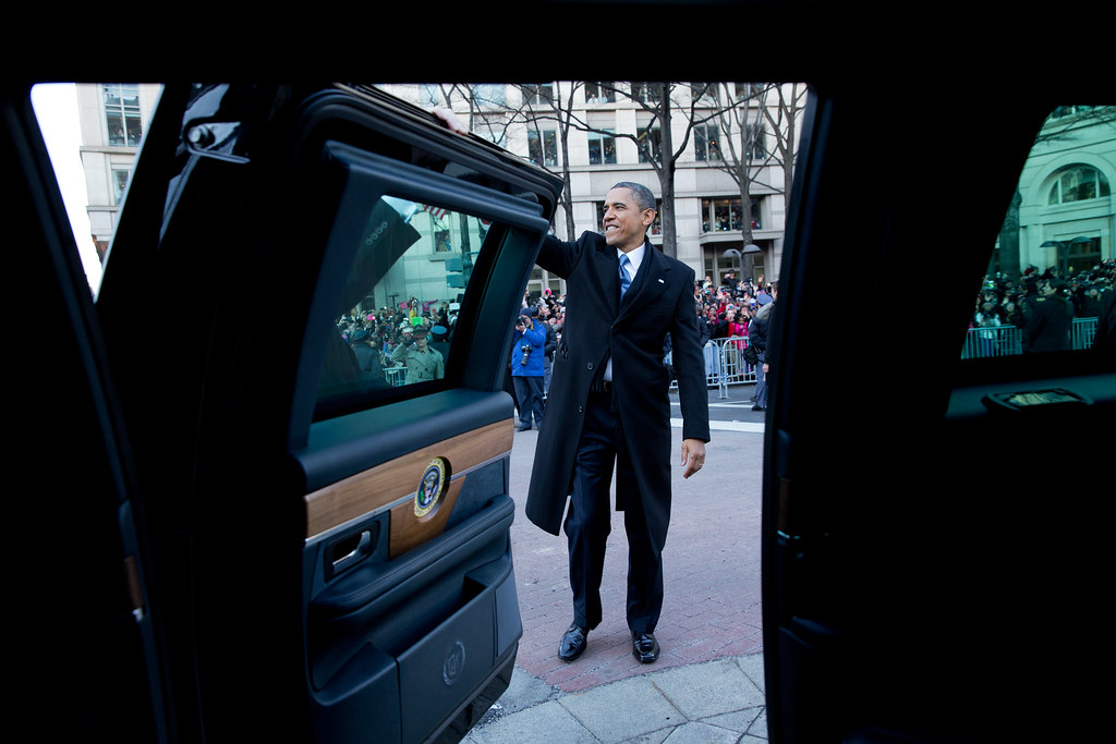 p012113ps 1859 president barack obama waves to parade goer flickr. Black Bedroom Furniture Sets. Home Design Ideas