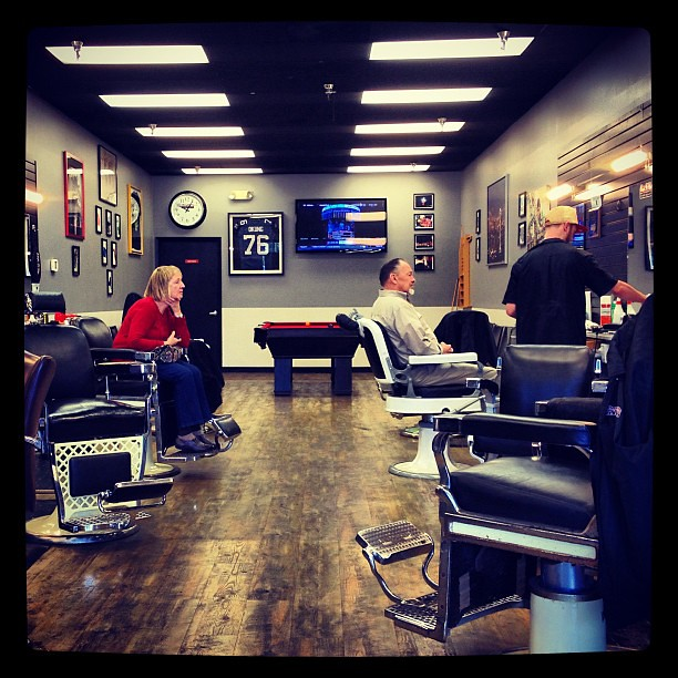 Old School Barber Chairs Pool Table Flat Screen Tvs Pla Flickr - Old school pool table
