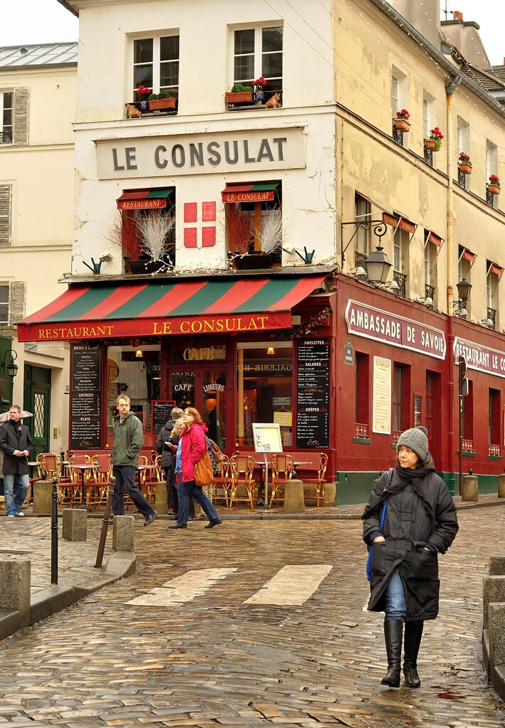 Paris butte montmartre le consulat restaurant near for Le miroir resto paris