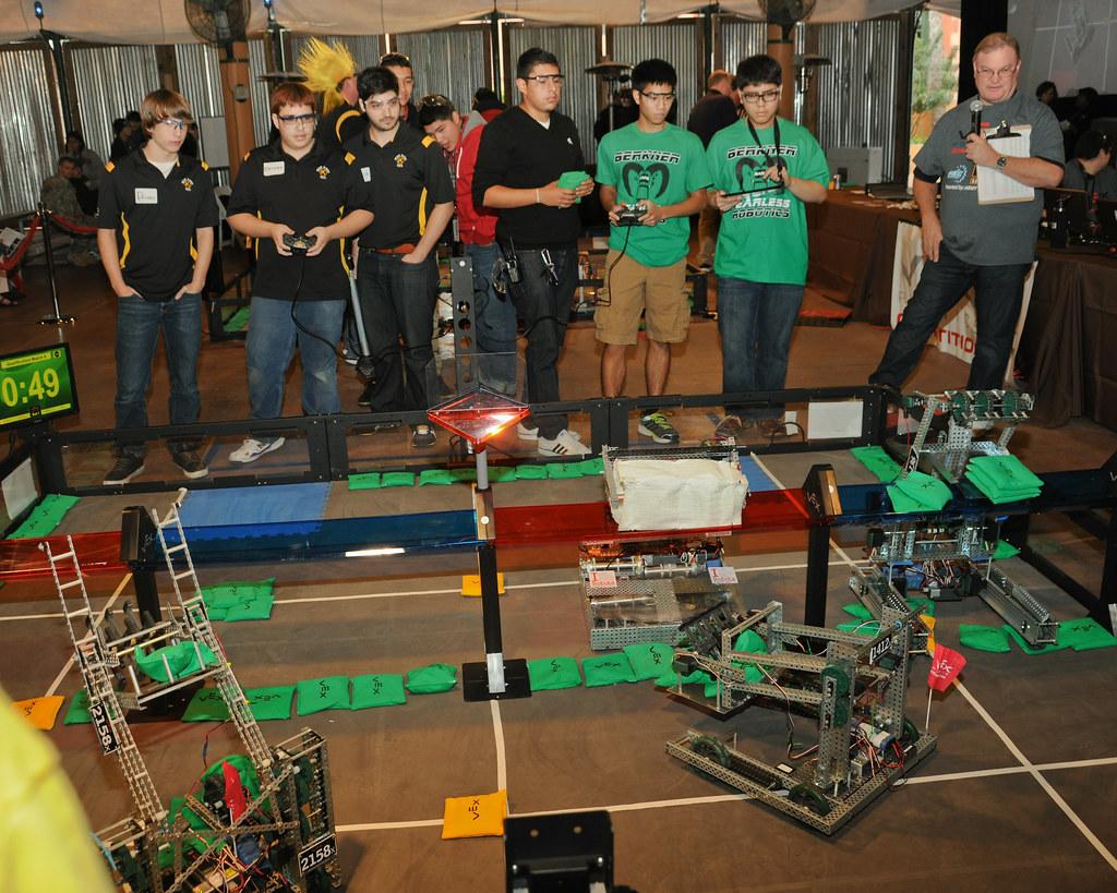 RDECOM Director visits VEX robotics competition | SAN ...