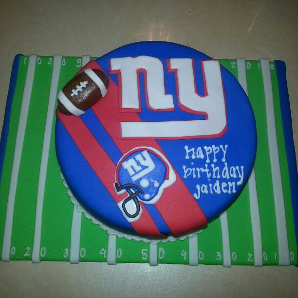 Sensational Ny Giants Football Field Birthday Cake Carolina Pauta Flickr Funny Birthday Cards Online Inifodamsfinfo