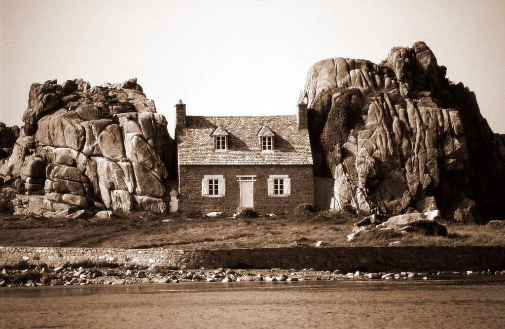 castel meur la petite maison entre les rochers c tes d. Black Bedroom Furniture Sets. Home Design Ideas