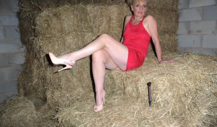 """a sexy mature """"over 40"""" lady in the hay   michael kent hobby"""