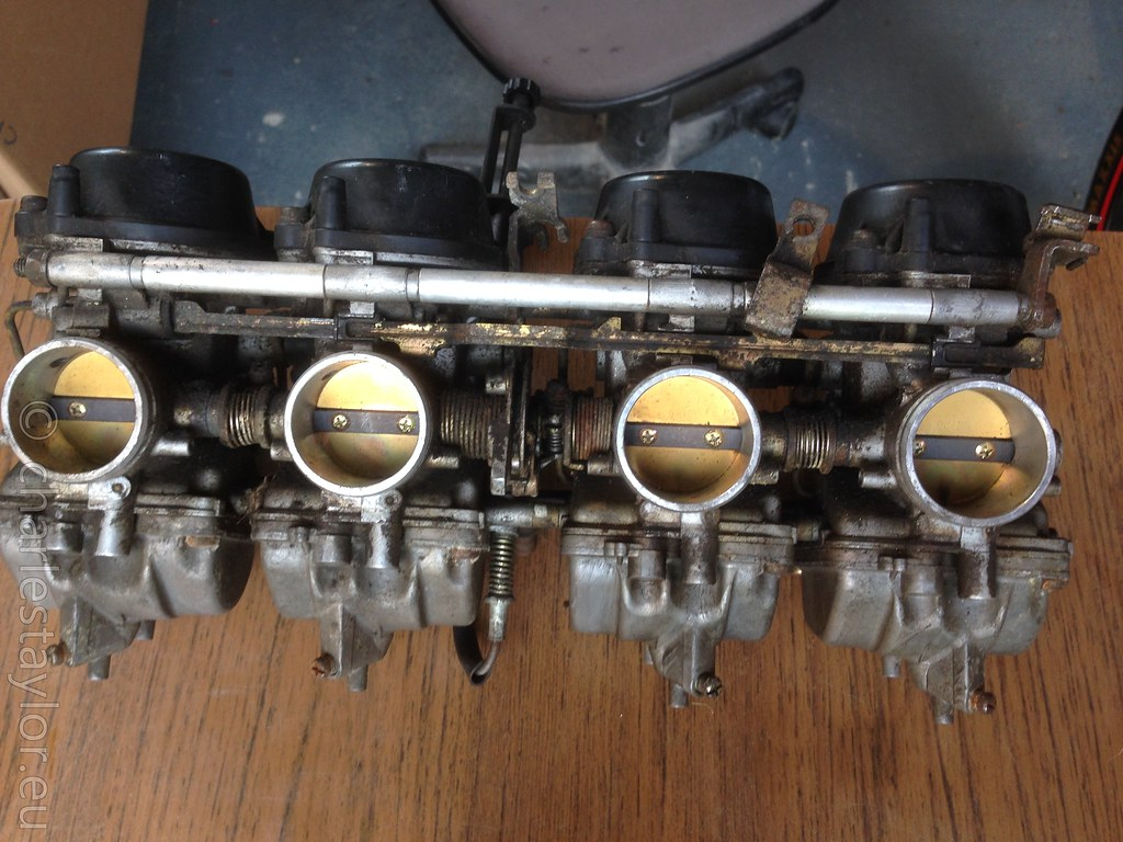 suzuki RF900 carbs parts