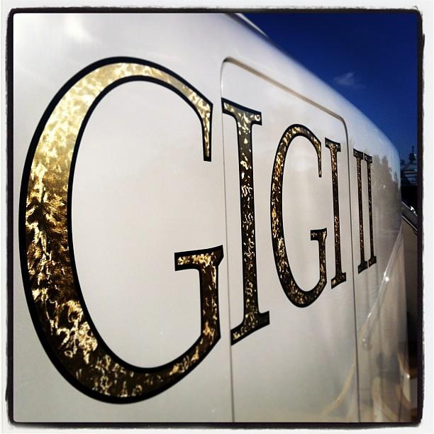 goldleaf vinyl lettering sign on the transom of