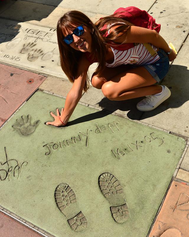 Con las huellas de los famosos como Steven Spielberg o Johnny Deep en el paseo de la fama de Los Angeles, uno de esos sitios que visitar en la Costa Oeste impresindibles