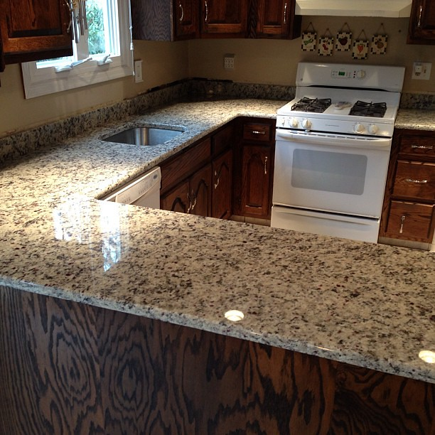 White Napoli Granite Countertops Www Innovatestones Com K