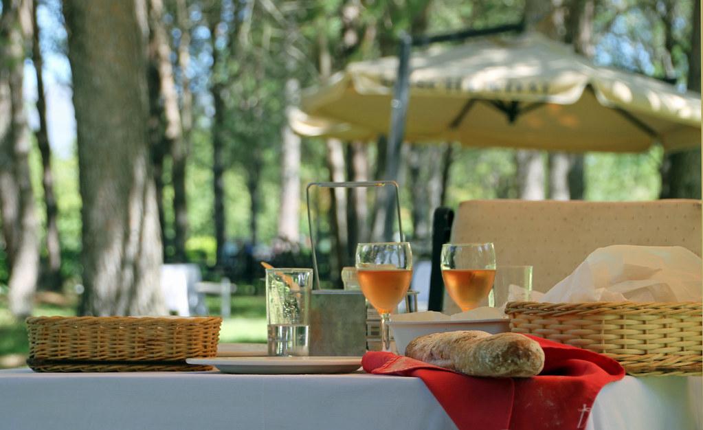 das perfekte picknick bei boschendal im garten sitzen die flickr. Black Bedroom Furniture Sets. Home Design Ideas