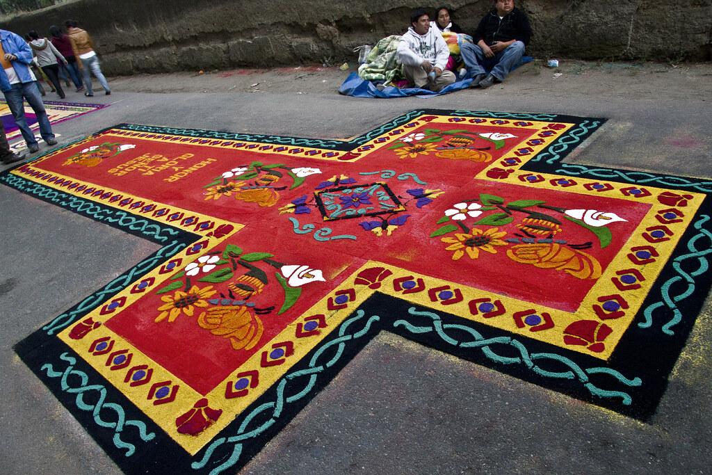 Soberbia alfombra de cruz una de las creativas y for Precio de las alfombras persas