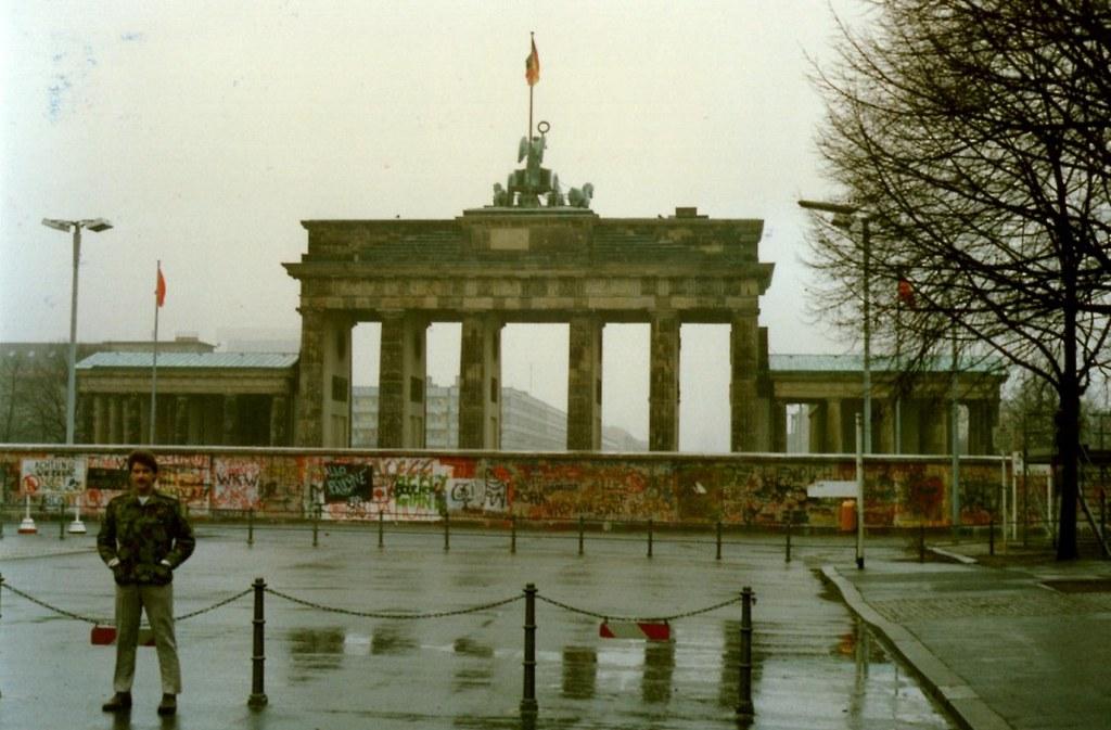 brandenburg gate 1989 - photo #21