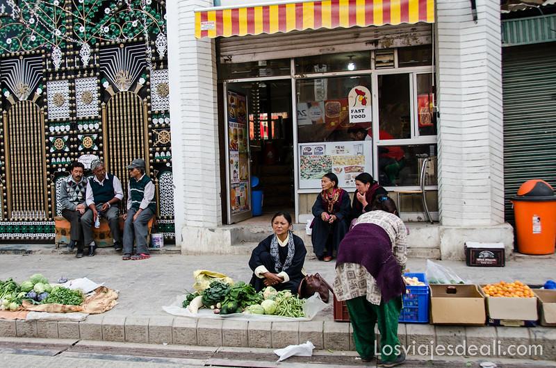 puestos de verduras en el centro de Leh