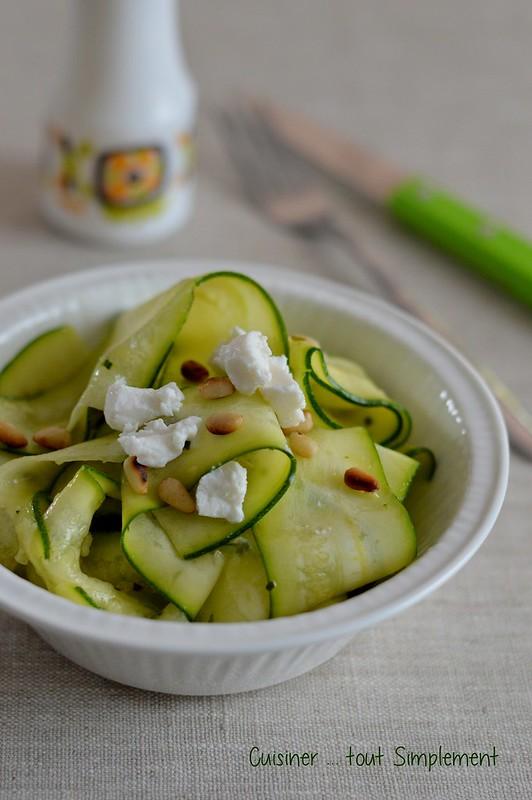 Salade de courgette crue cuisiner tout simplement le blog de cuisine de nathalie - Cuisiner courgettes poele ...