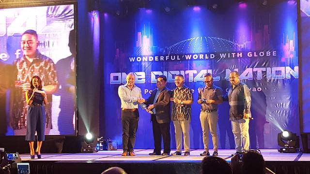 Globe CEO Ernest Cu with Davao City Govt. representatives | Davao Photos & Videos: Wonderful World With Globe as One Digital Nation Powering the Future of Davao - DavaoLife.com