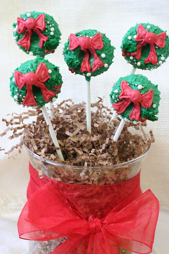 Holiday Wreath Cake Pops | by Sweet Lauren Cakes