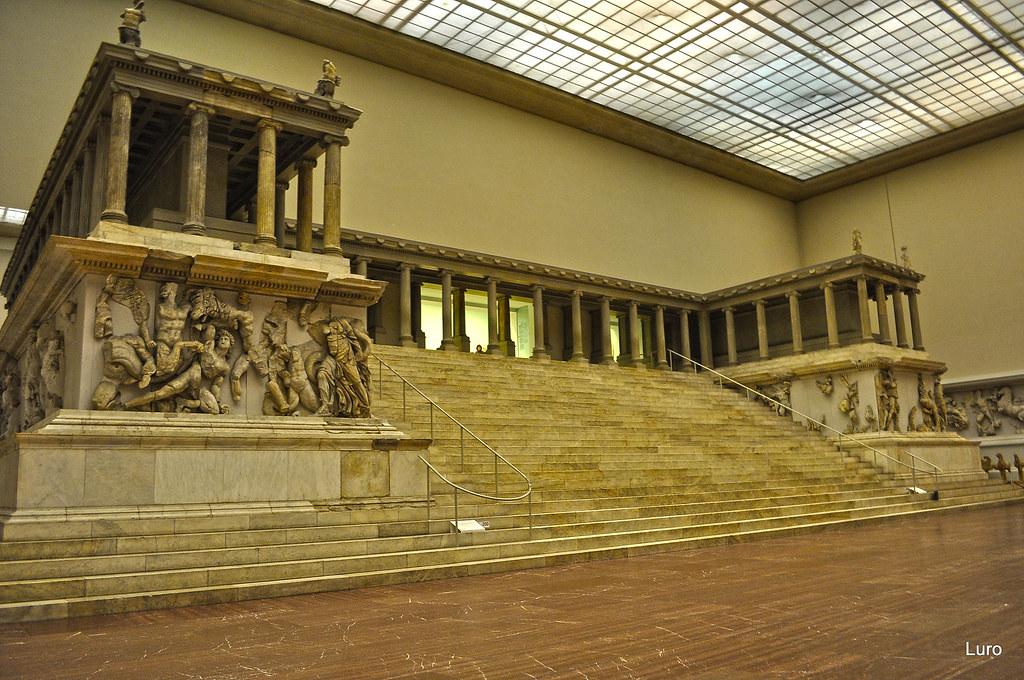 Berlino: Pergamonmuseum,Altare di Pergamo | Luciano ROMEO ...