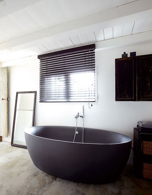 A stunning home on ile de r france featured on my blog for Freestanding tub vs built in
