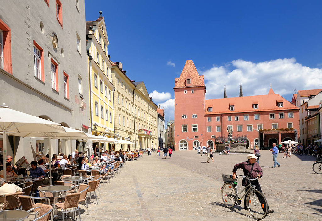 3021 caf s in der sonne am haidplatz in regensburg im hi flickr. Black Bedroom Furniture Sets. Home Design Ideas